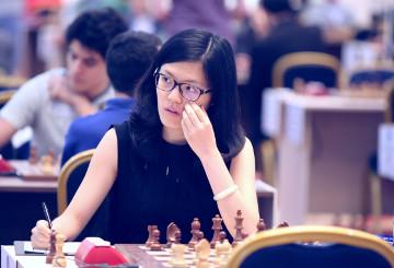Hou Yifan participando ahora en torneos abiertos